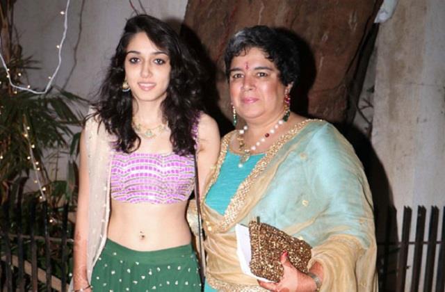 ira khan reveals her mother reena dutta given book