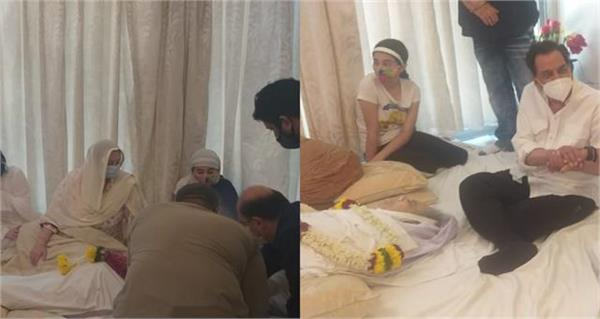 saira kept staring at the body of death husband dilip kumar see inside pictures
