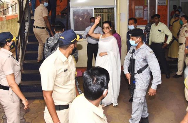 javed akhtar defamation case court said kangana ranaut present in next hearing