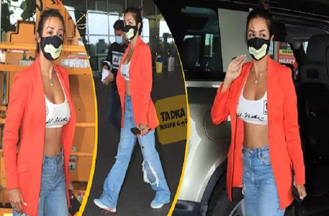 malaika arora entry at airport in boyfriend arjun kapoor car