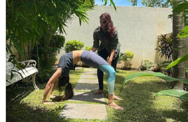 rhea chakraborty doing yoga with the help of trainer photo viral