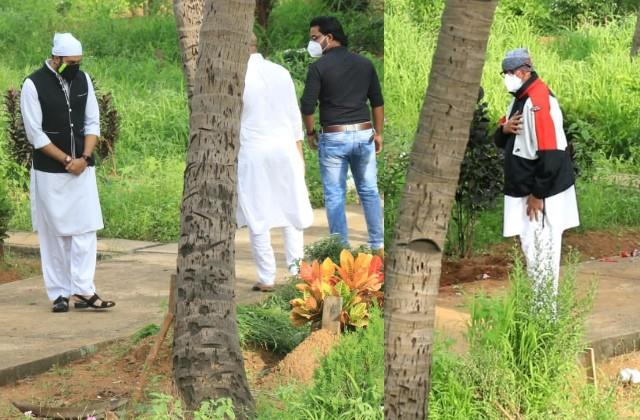 amitabh and abhishek bachchan arrived to bid farewell to dilip kumar
