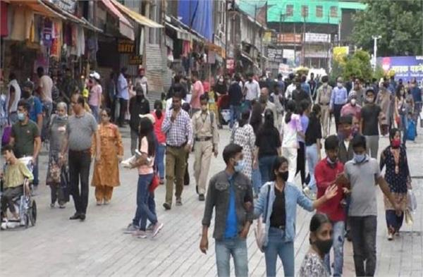 tourists inundated in manali faces of tourism businessmen bloomed