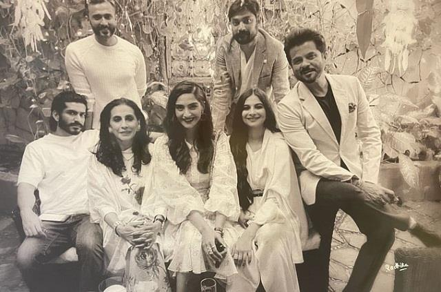 anil kapoor shares family photo after rhea kapoor wedding