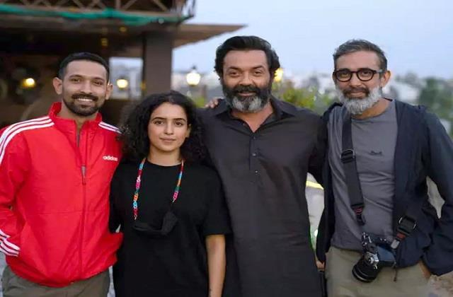 bobby deol wrap shoot film love hostel and shares photo with co stars