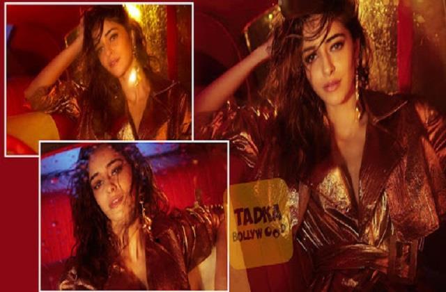ananya pandey shares her hot photos
