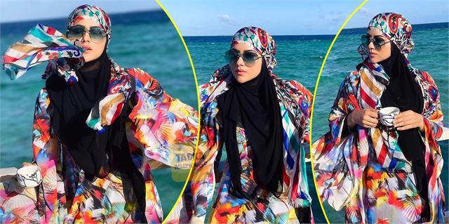 मालदीव के समंदर में सना खान ने गॉर्जियस लुक से बरपाया कहर, मल्टीकलर्ड बुर्के में देखते ही बन रही हसीना की खूबसूरती