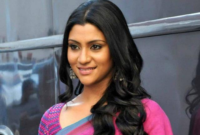 konkona sen gives reply to fan who comment about her age
