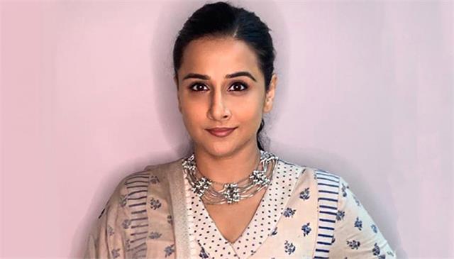 vidya balan keeps her pictures natural reveals photographers