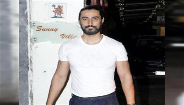 kunal kapoor to turn a producer with a biopic on india winter olympian
