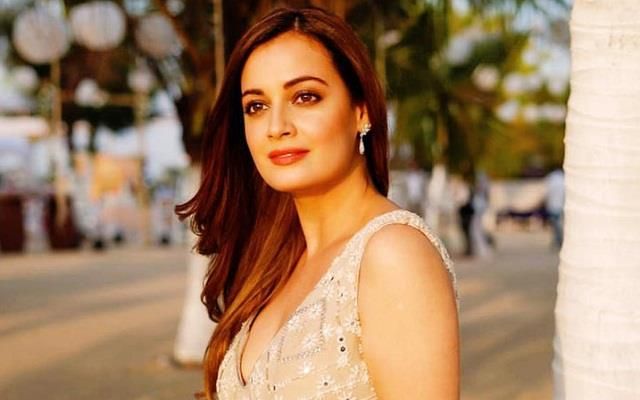 dia mirza speaks about getting the child breastfeed in public