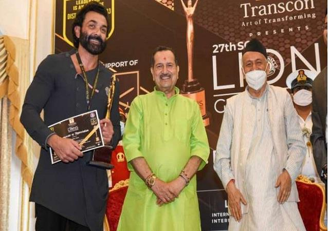 bobby deol received award for  ashram  by governor bhagat singh koshyari