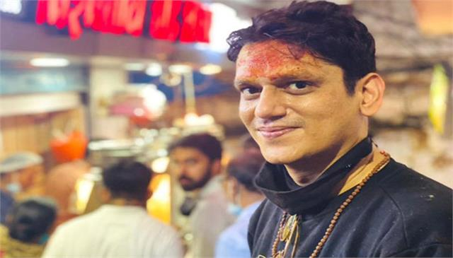actor vijay varma enjoys varanasi durinh shoot
