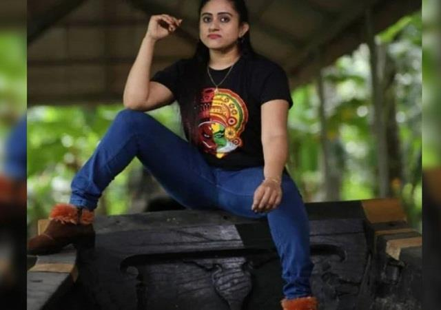 nimisha getting threats from people after photoshoot in palliyodam