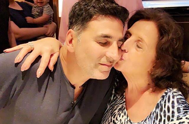 akshay kumar share photo with mom aruna bhatia on his birthday