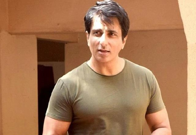 sonu sood came to help the needy after the allegations of tax evasion