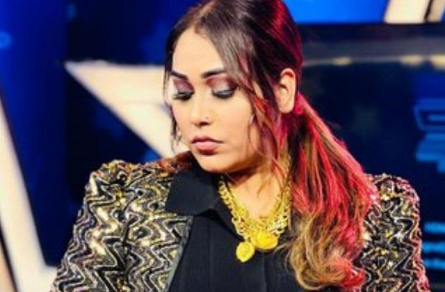 afsana khan has a panic attack before going to bigg boss 15