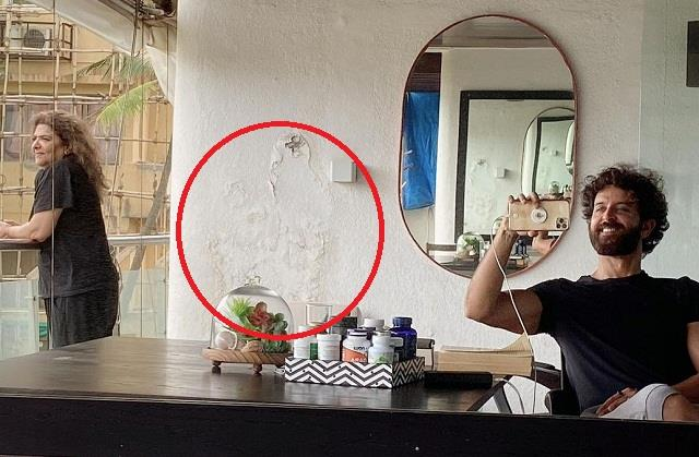 fans advised to hrithik roshan after see seelan on the wall of house