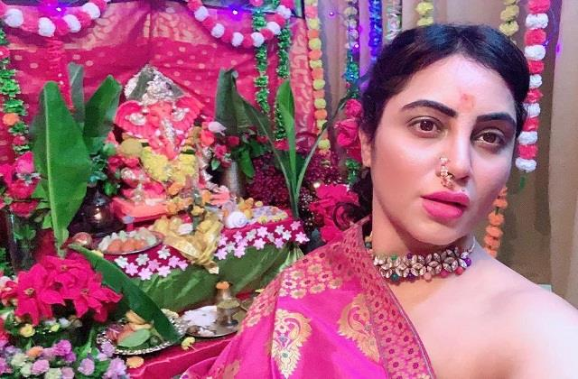 arshi khan gave reply to trollers for celebrating ganesh chaturthi