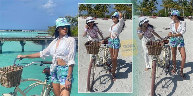 sara ali khan share photos with friend from maldives