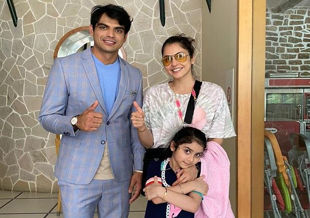 isha koppikar meets gold medalist neeraj chopra with daughter